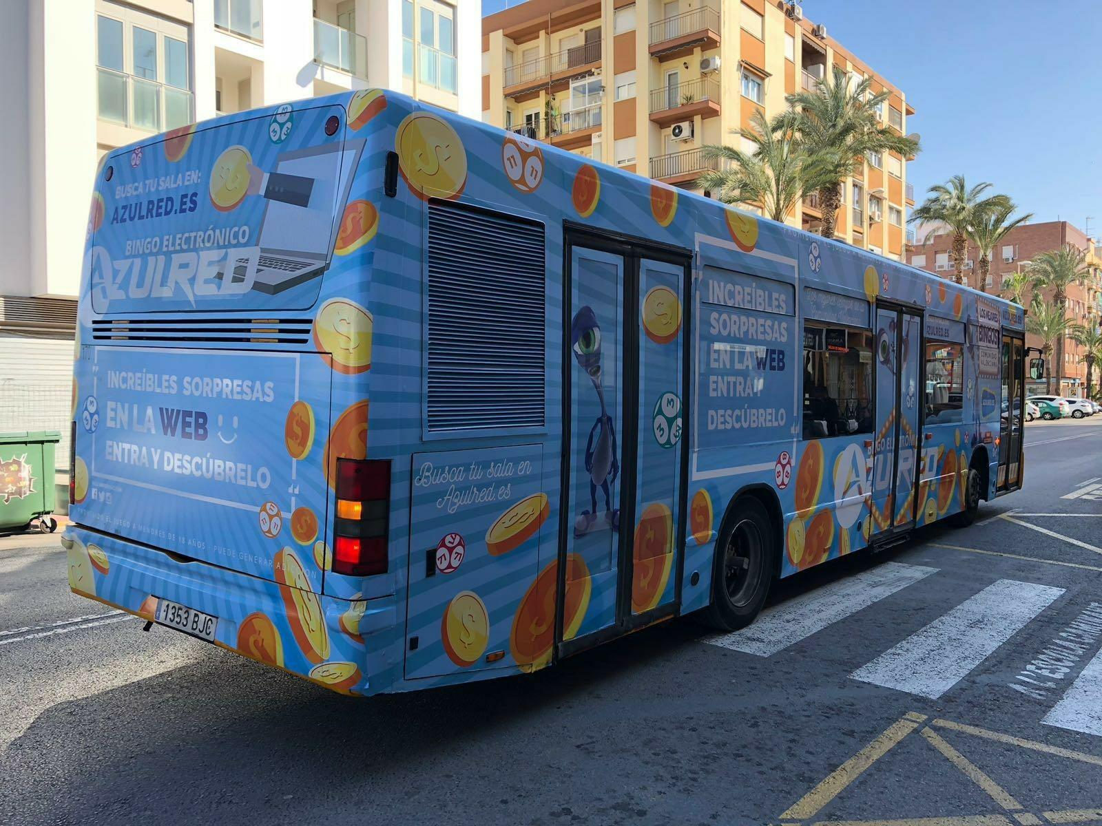 publicidad en autobuses • Azulred